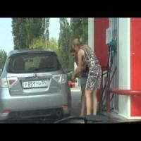 Det er svært at tanke benzin ;)